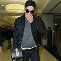Rob 在甘迺迪國際機場,飛回倫敦過聖誕節-20121222 (10)