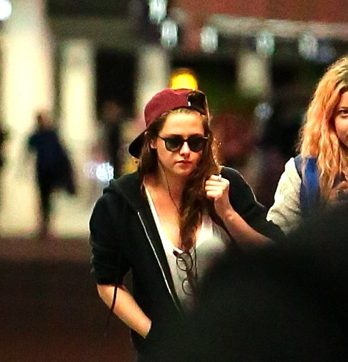 Kris at  LAX機場飛往倫敦跨年與 Rob 會合渡假-20121227 (10)