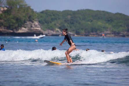Ashley參加Oakley Bali Pro比賽 學衝浪-20130618 (2)