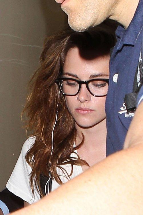 Kristen 前往香奈兒巴黎時裝周 At LAX -20130630(1).jpg