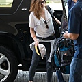 Kristen 前往香奈兒巴黎時裝周 At LAX -20130630 (4).JPG