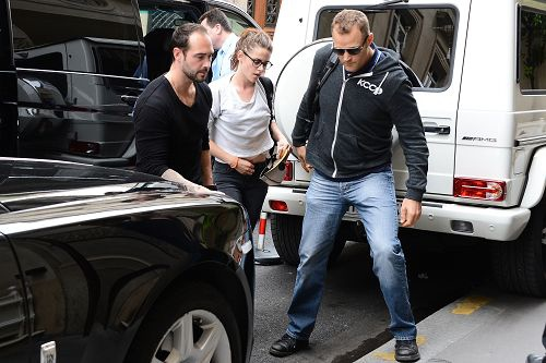 Kristen 前往香奈兒巴黎時裝周 Arriving Paris -20130701(1).jpg