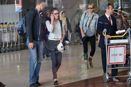Kristen 前往香奈兒巴黎時裝周 Arriving Paris -20130701 (2).jpg