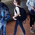 Kristen 前往香奈兒巴黎時裝周 Arriving Paris -20130701 (3).jpg