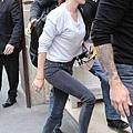 Kristen 前往香奈兒巴黎時裝周 Arriving Paris -20130701 (5).jpg