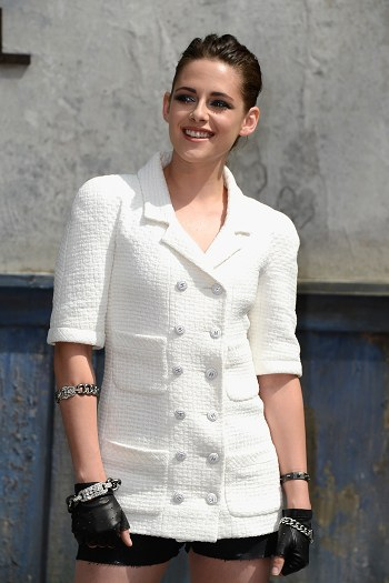 Kristen 出席巴黎時裝週「The Chanel Fall Couture Show」 -20130702 (23).jpg