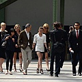 Kristen 出席巴黎時裝週「The Chanel Fall Couture Show」 -20130702 (24).jpg