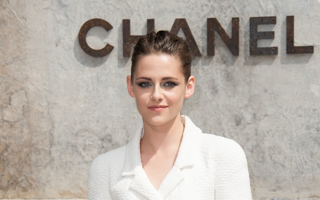 Kristen 出席巴黎時裝週「The Chanel Fall Couture Show」 -20130702 (27).jpg
