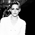 Kristen 出席巴黎時裝週「The Chanel Fall Couture Show」 -20130702 (10).jpg