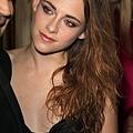 Kristen 出席巴黎時裝週「Zuhair Murad Fashion Show」 -20130704 (17).jpg