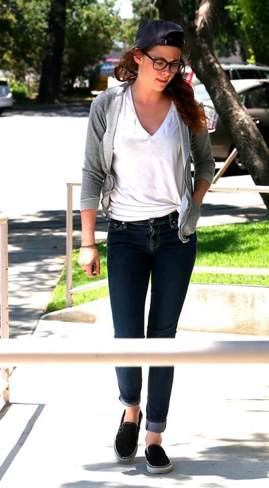 Kristen 外出前往工作室為電影 Camp X-Ray做準備-20130708 (3).jpg