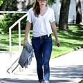 Kristen 外出前往工作室為電影 Camp X-Ray做準備-20130708 (7).jpg