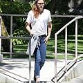 Kristen 外出前往工作室為電影 Camp X-Ray做準備-20130708 (8).JPG