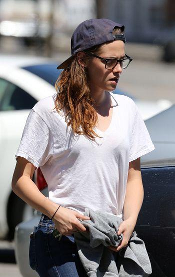 Kristen 外出前往工作室為電影 Camp X-Ray做準備-20130708 (9).jpg