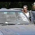 Kristen 外出前往工作室為電影 Camp X-Ray做準備-20130708 (11).jpg