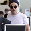 Rob 在LAX機場,前往多倫多準備《星圖》拍攝 -20130717 (2).jpg