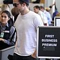 Rob 在LAX機場,前往多倫多準備《星圖》拍攝 -20130717 (4).jpg