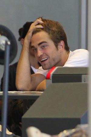 Rob 在LAX機場,前往多倫多準備《星圖》拍攝 -20130717 (9).jpg