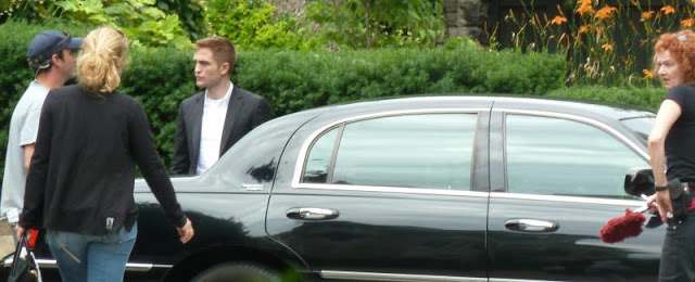 Robert Pattinson filming on the set-20130722 (2).jpg