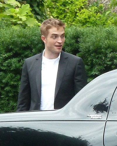 Robert Pattinson filming on the set-20130722 (5).jpg