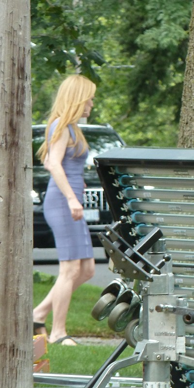 Julianne Moore and Robert Pattinson filming-20130722(6).jpg