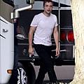 Robert Pattinson filming on the set-20130722 (17).jpg