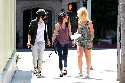 Kristen Out & About In L.A. Over The Weekend-20130727 (6).jpg