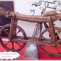全世界最早的腳踏車喔! 可是沒有腳踏板 = =
