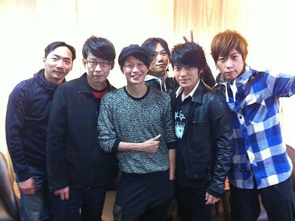 五月天 突擊「 娛樂e世代 」2011/12/12