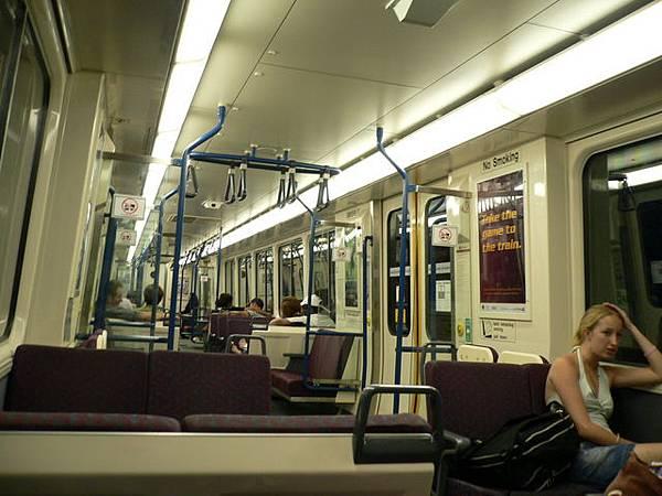 往Gold Coast海邊*City Train