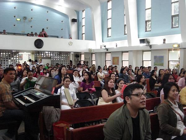 聖多福教堂內的菲律賓朋友們
