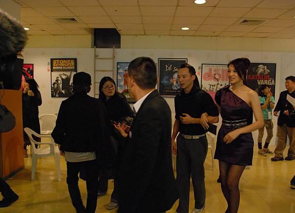 演員們開始進場,準備與觀眾一齊觀賞他們的作品