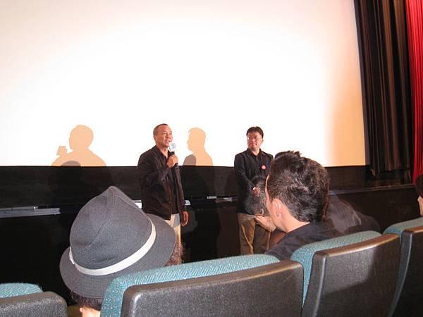 首映在資深影評人聞天祥與侯導的介紹下開始