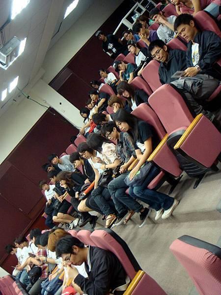 中午吃飯時間還特地來參加座談的學生們