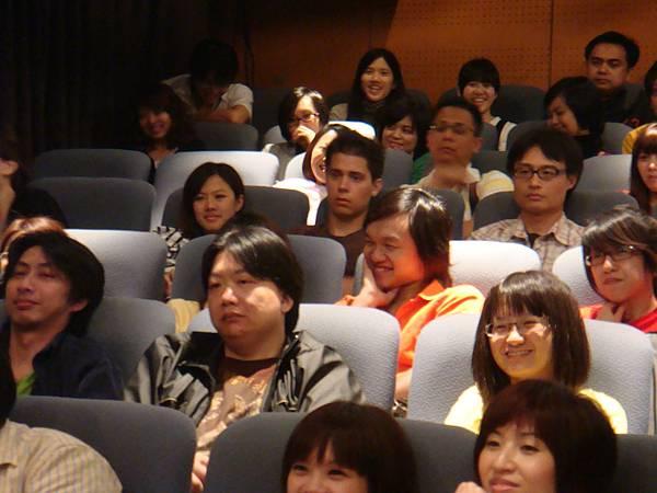 不僅製作團隊是八國聯軍,連觀眾都是喔!現場有許多外國朋友