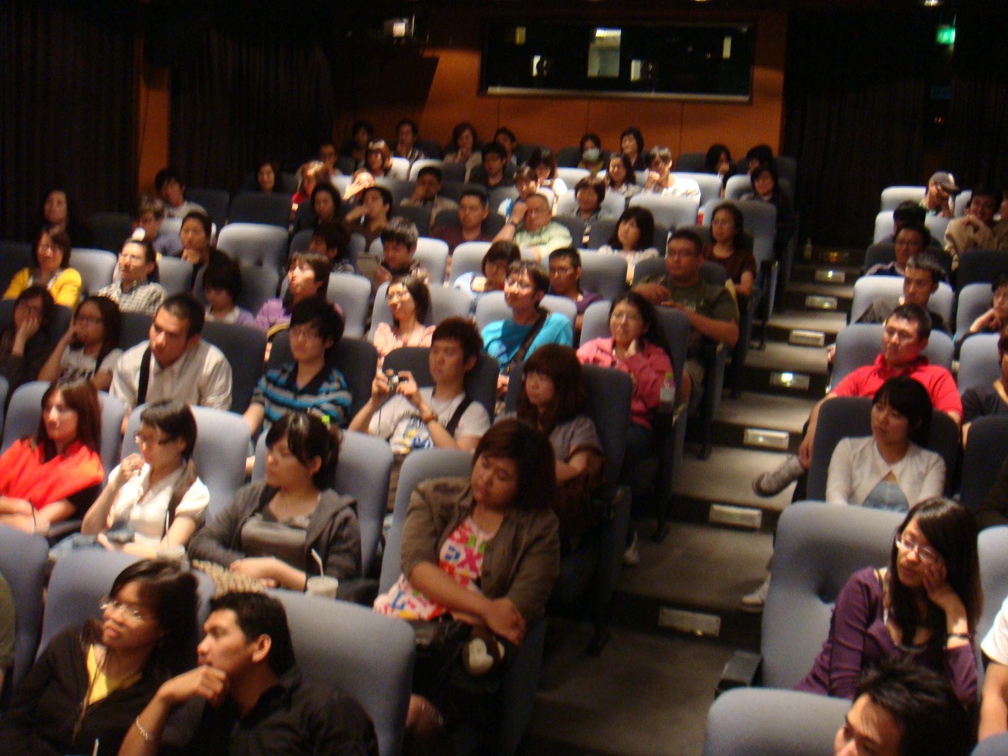 全場觀眾都留下來QA