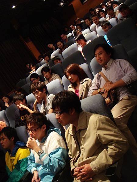 還有很多觀眾留下來聽QA