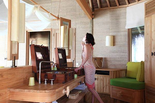 Luxury-Water-Villas-at-the-Six-Senses-Laamu-6.jpg