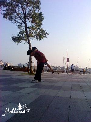 公園的扭扭滑板
