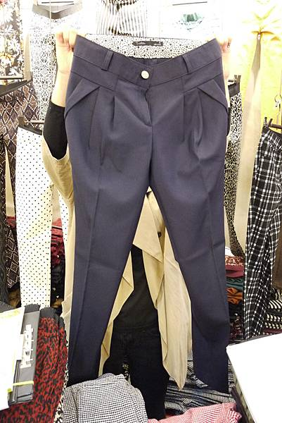 P1300708.JPG 訂價1580 尺寸SML 藍/卡其2色老爺褲