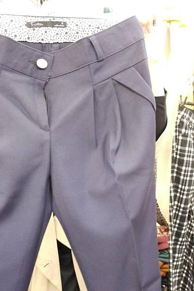 P1300710.JPG 訂價1580 尺寸SML 藍/卡其2色老爺褲