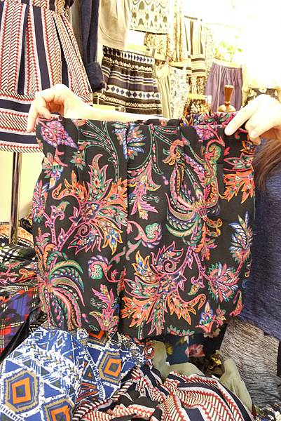 P1300756.JPG 褲裙(鬆緊的)訂價1580