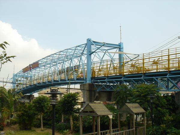 超陡又難的天橋