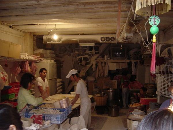 正在做芋圓的店家