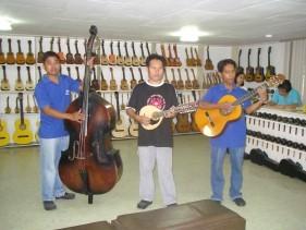 hand-craft guitar factory-m.jpg