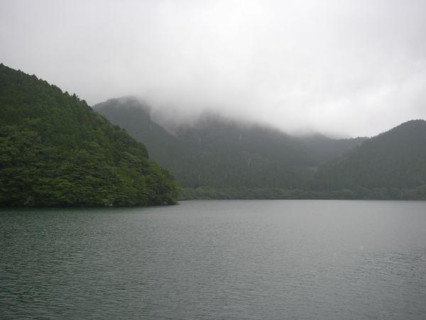 美麗的湖景及山嵐
