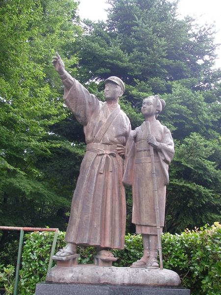 紀念川端康城的伊豆的舞孃銅像