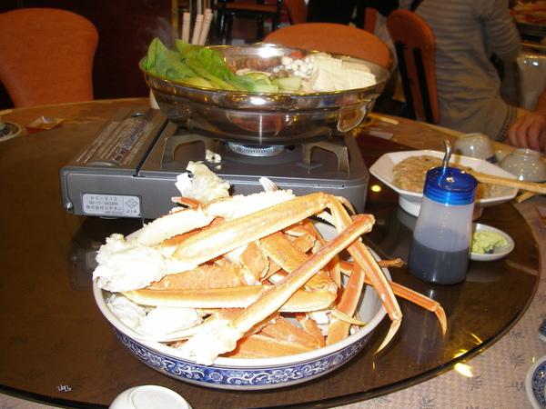 本日晚餐:螃蟹鍋吃到飽+水蜜桃一人一顆