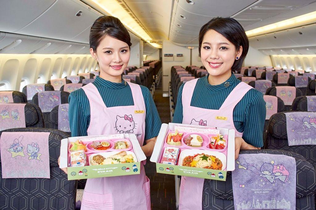 0615長榮航空Hello-Kitty彩繪機兒童餐點-。.jpg