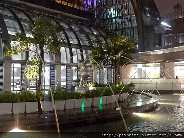 下凹式庭園夜水舞@大安森林捷運站